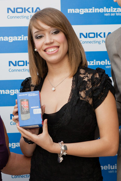 21 year old Mayara Rodrigues from Brazil receiving Series 40 handset number 1.5 billion