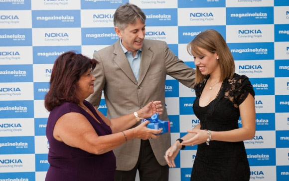Nokia gratulates Brazillian Mayara with Series 40 number 1.5 billion
