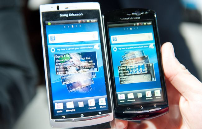 Comparing the Xperia Arc (left) and Xperia Neo