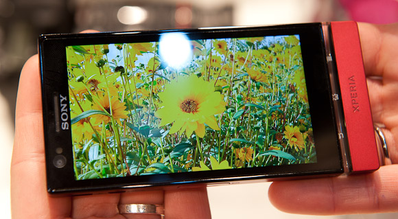 Sony Xperia P inside without covering the ambient light sensor