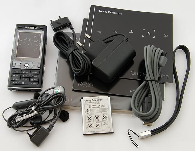 Sony Ericsson K800i Cyber-shot in the package